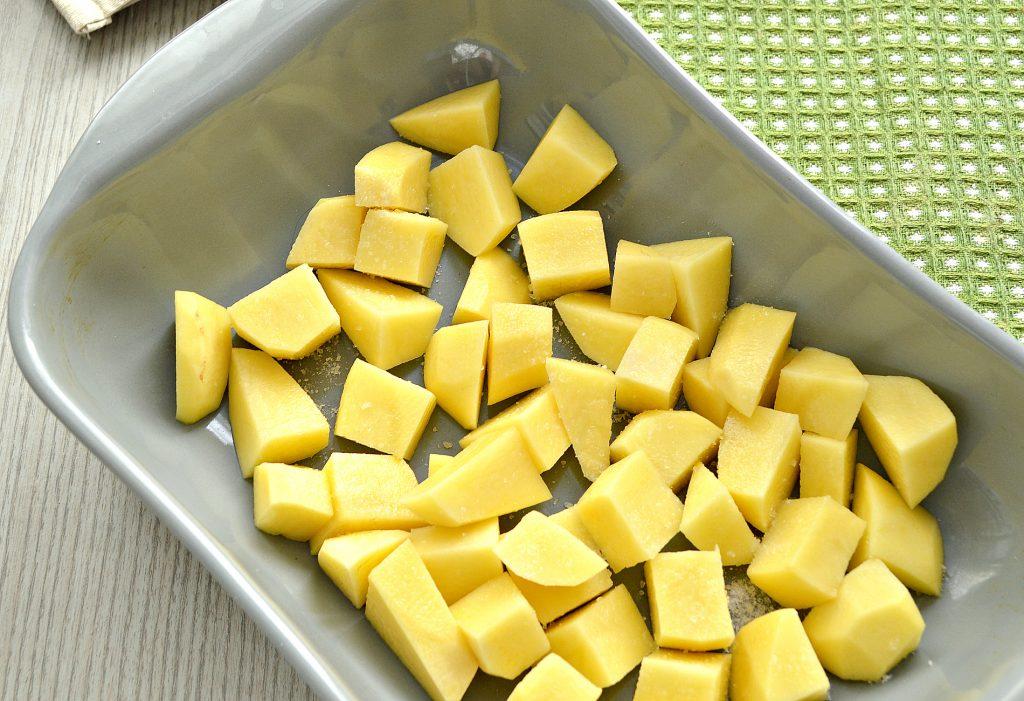 Фото рецепта - Картофель, запеченный со свининой в духовке - шаг 1