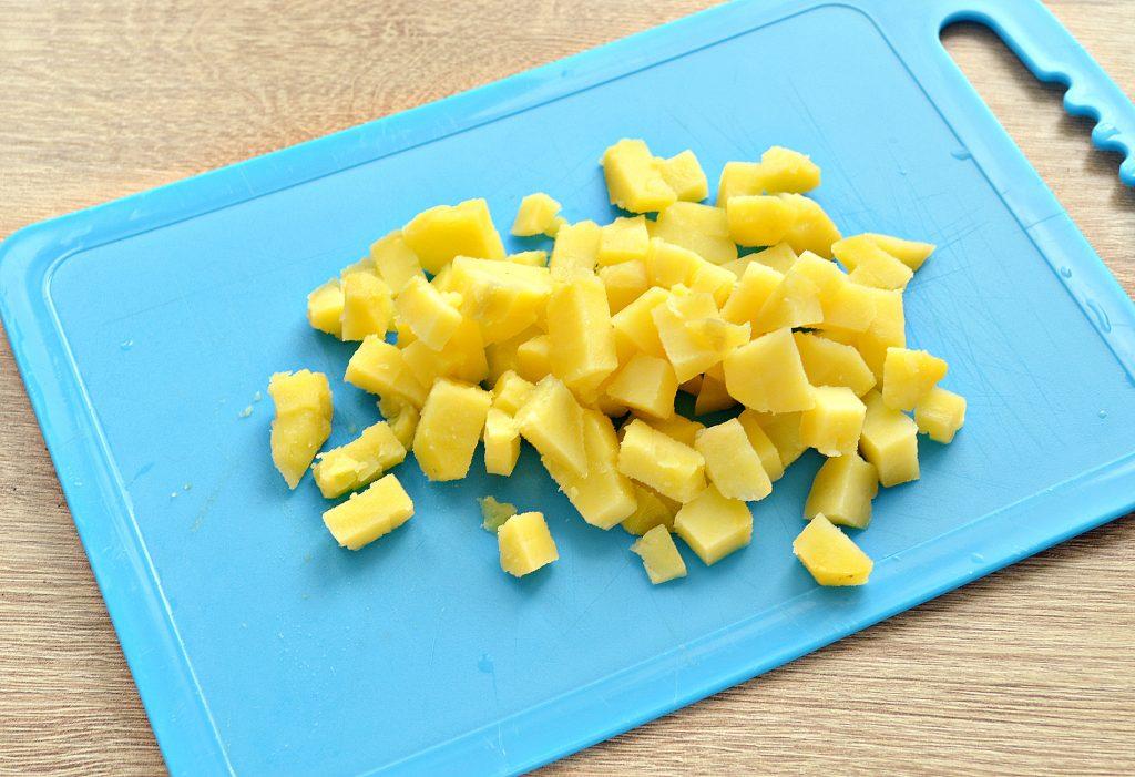 Фото рецепта - Вкусный винегрет с кукурузой и маринованной капустой - шаг 1