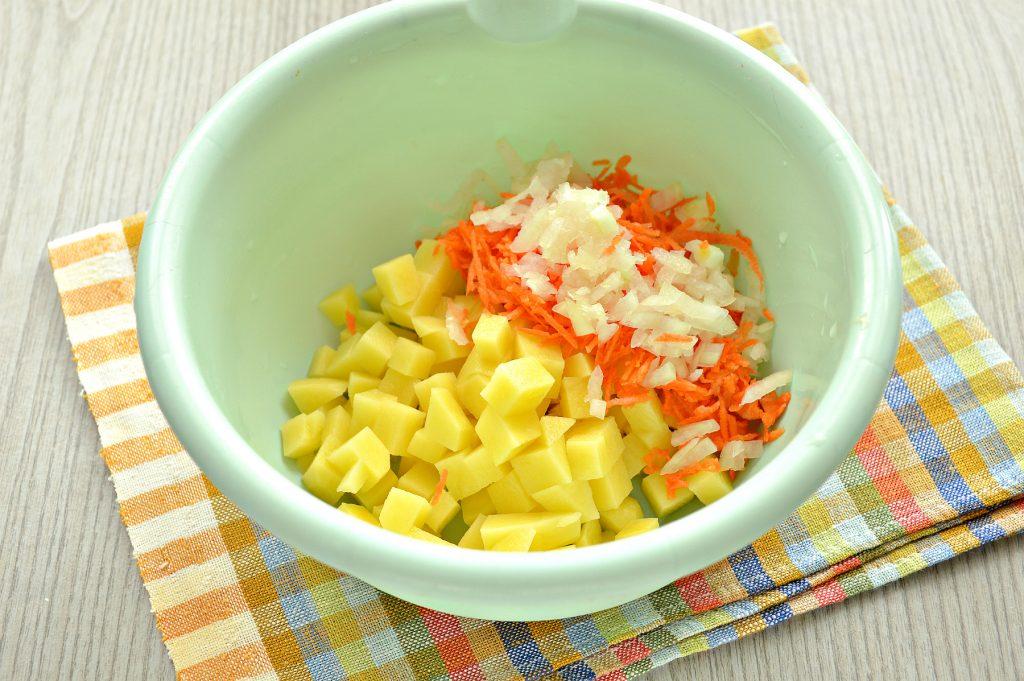 Фото рецепта - Пирог с начинкой из картофеля и курицы - шаг 2