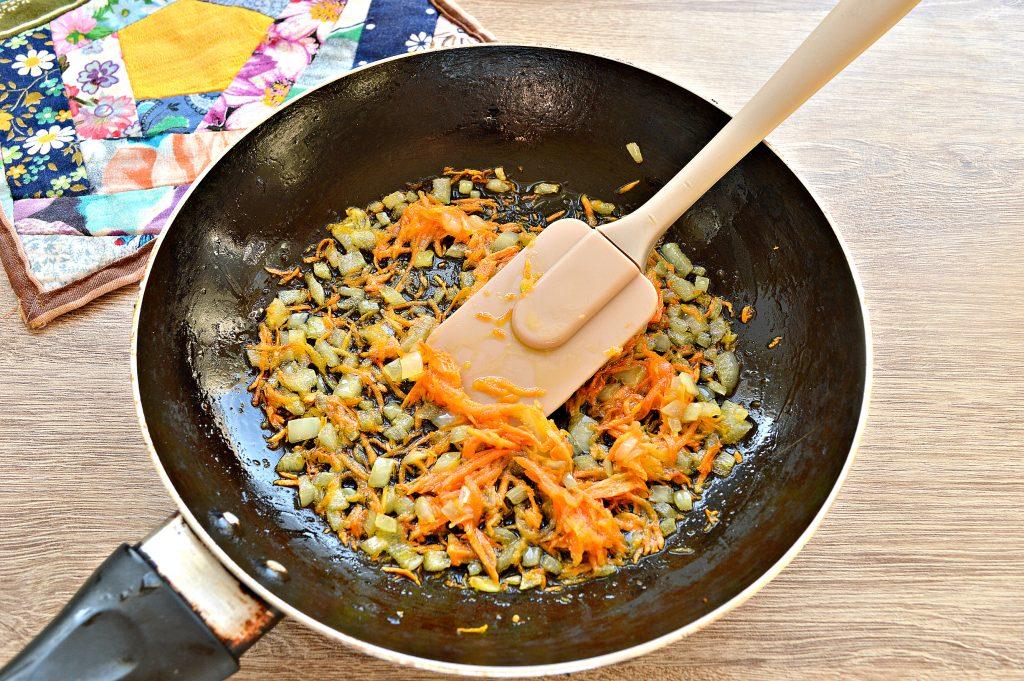 Фото рецепта - Картофельные драники с морковью, луком, зеленью - шаг 2