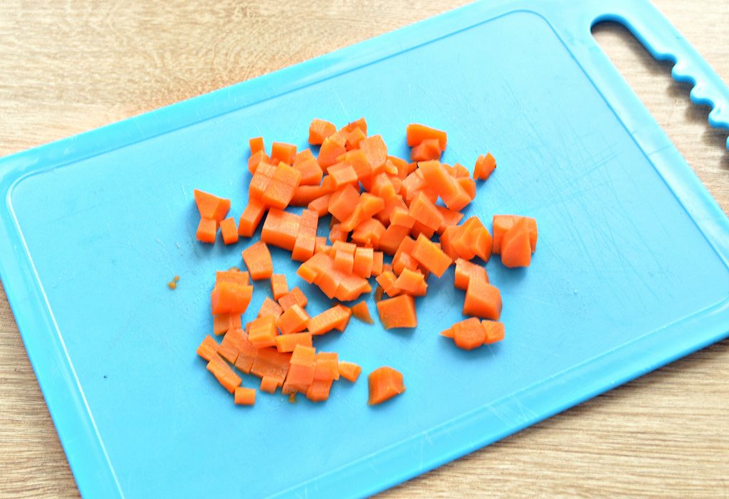 Фото рецепта - Вкусный винегрет с кукурузой и маринованной капустой - шаг 2