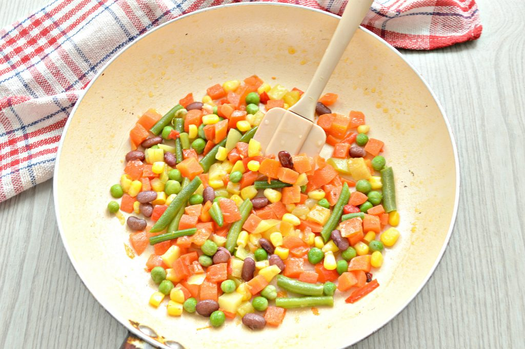 Фото рецепта - Макароны с овощами и сыром - шаг 3