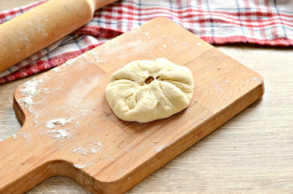 Фото рецепта - Лепешки на сковороде с сырной начинкой - шаг 4