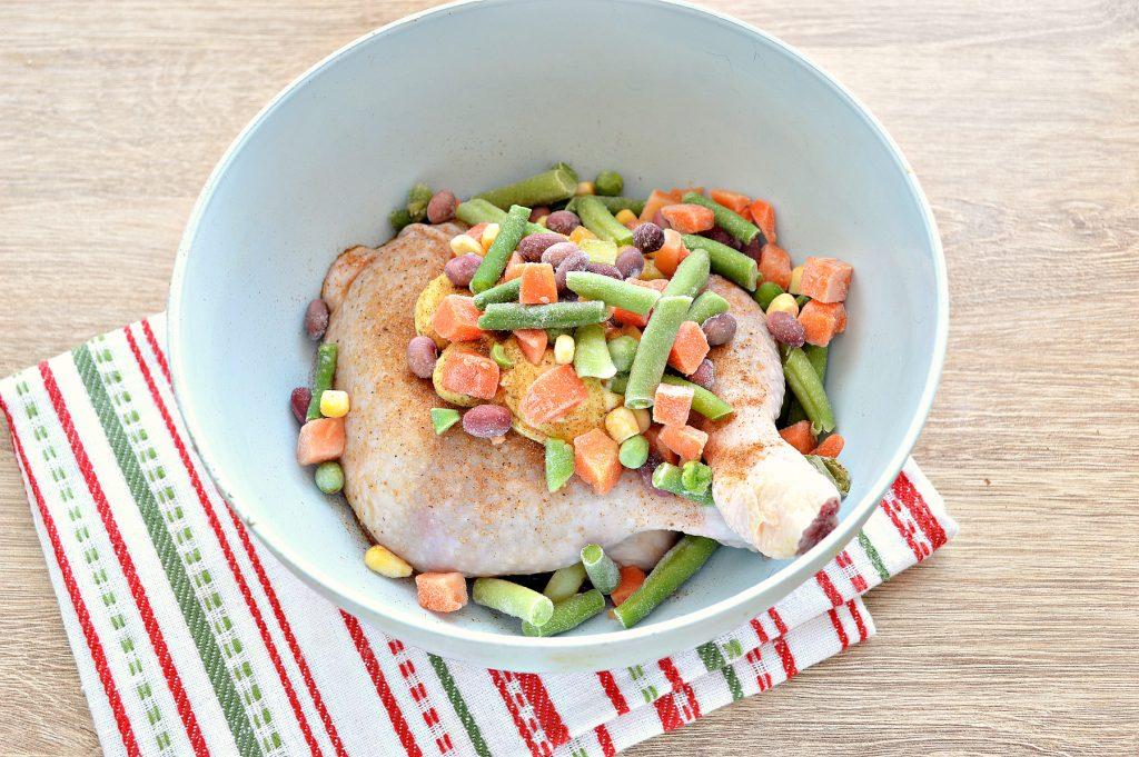Фото рецепта - Окорочка куриные с овощами в духовке - шаг 4