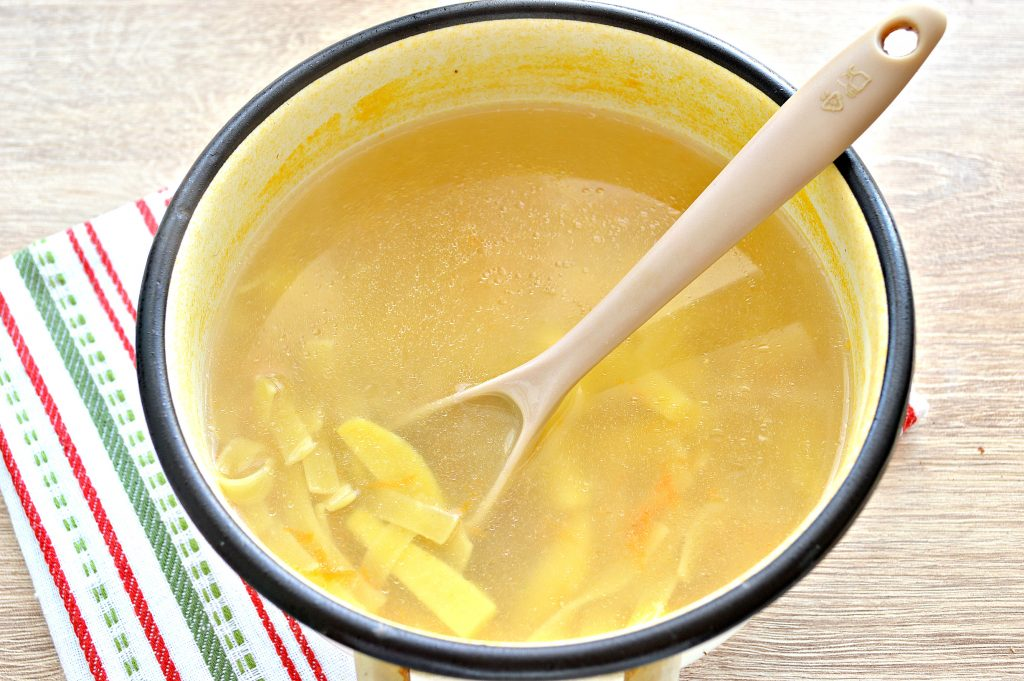 Фото рецепта - Детский суп-лапша на курином бульоне - шаг 4