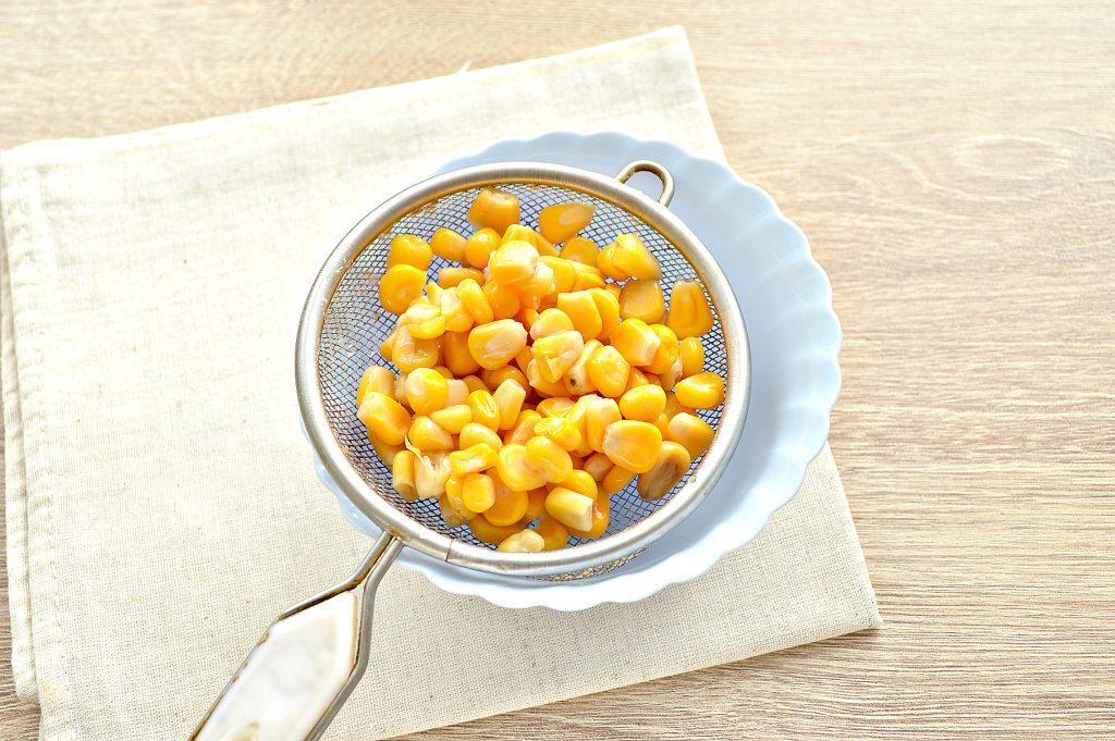 Фото рецепта - Вкусный салат с мандарином, огурцом и крабовыми палочками - шаг 5
