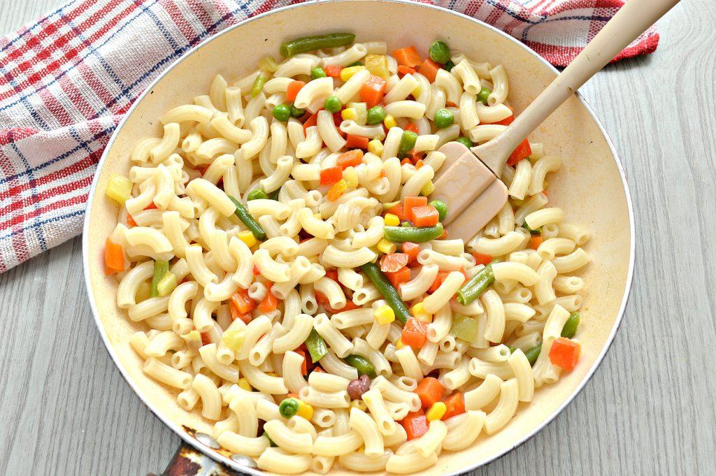 Фото рецепта - Макароны с овощами и сыром - шаг 5