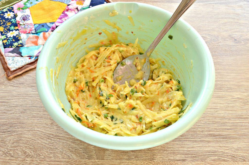 Фото рецепта - Картофельные драники с морковью, луком, зеленью - шаг 5