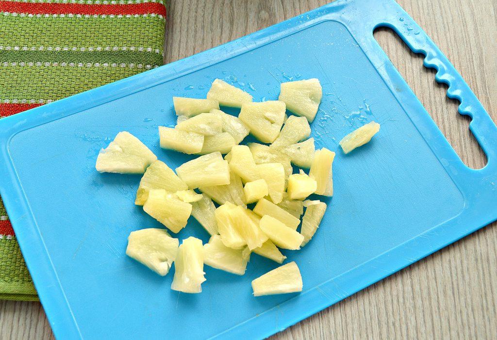 Фото рецепта - Шарлотка с консервированными ананасами - шаг 5