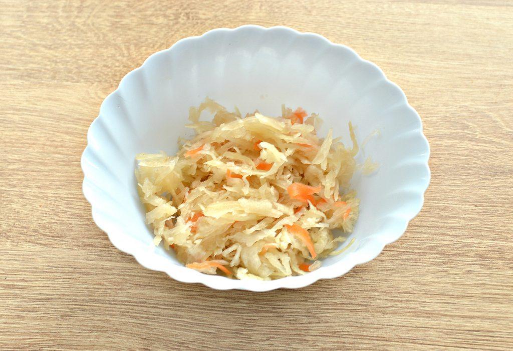 Фото рецепта - Вкусный винегрет с кукурузой и маринованной капустой - шаг 5