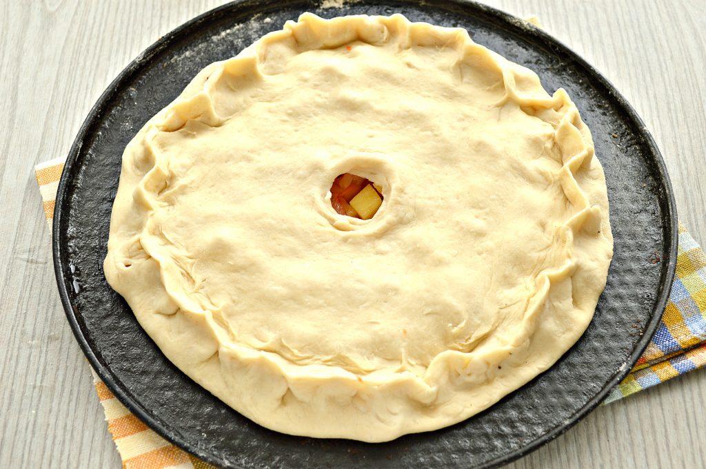 Фото рецепта - Пирог с начинкой из картофеля и курицы - шаг 5