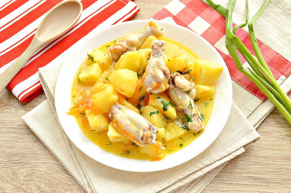 Фото рецепта - Куриные крылышки, тушеные с овощами и картофелем - шаг 6