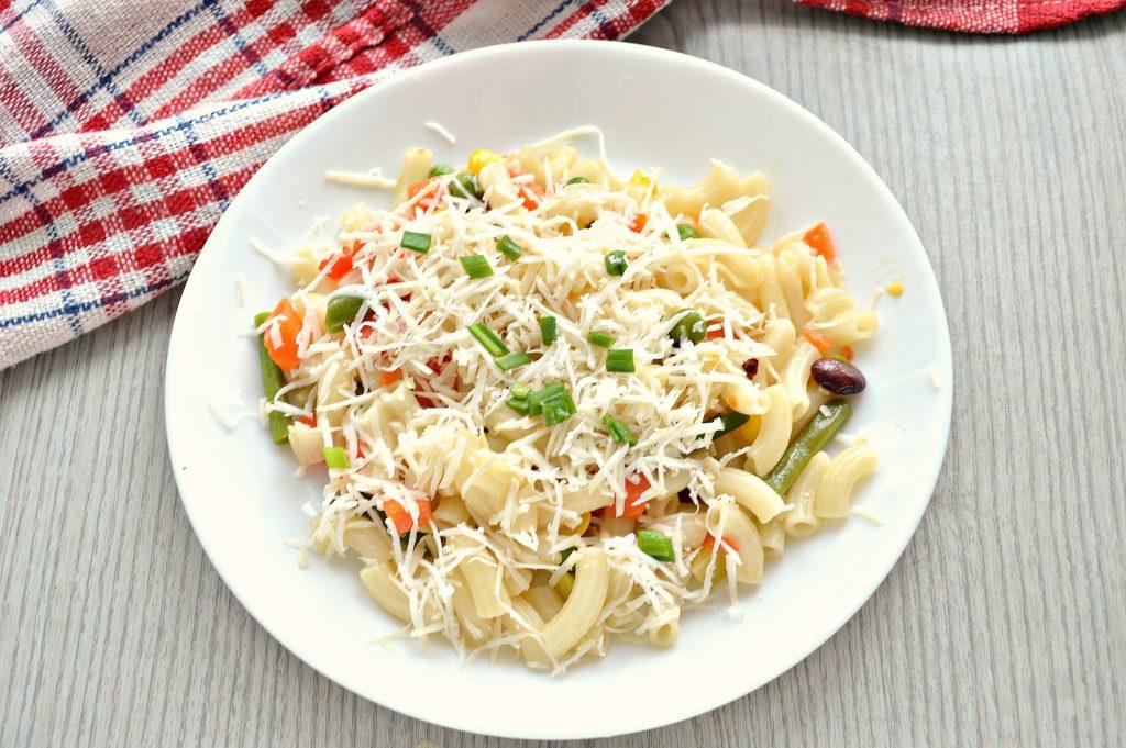 Фото рецепта - Макароны с овощами и сыром - шаг 6