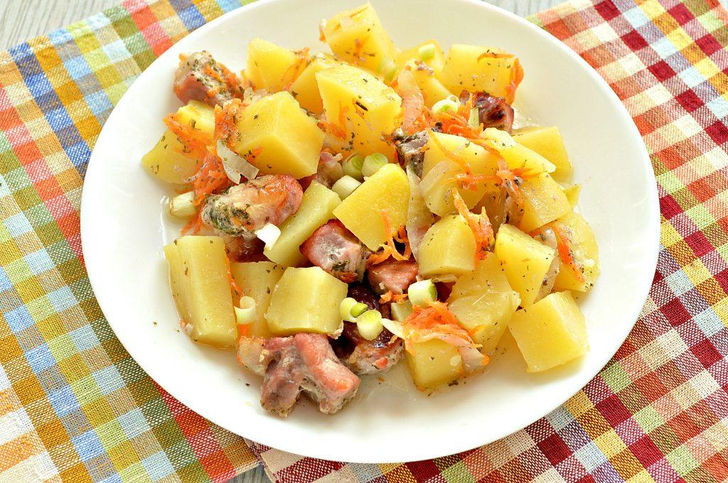 Фото рецепта - Картофель, запеченный со свининой в духовке - шаг 6