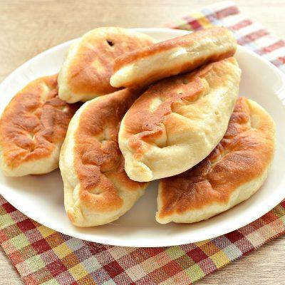 Жареные пирожки с картофелем - рецепт с фото