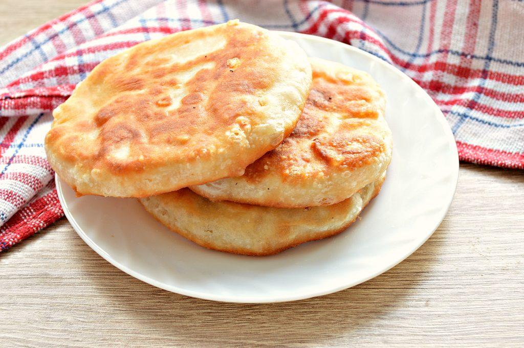 Фото рецепта - Лепешки на сковороде с сырной начинкой - шаг 7