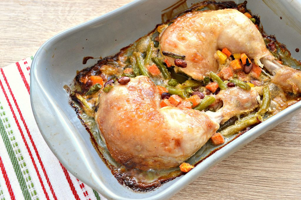 Фото рецепта - Окорочка куриные с овощами в духовке - шаг 7