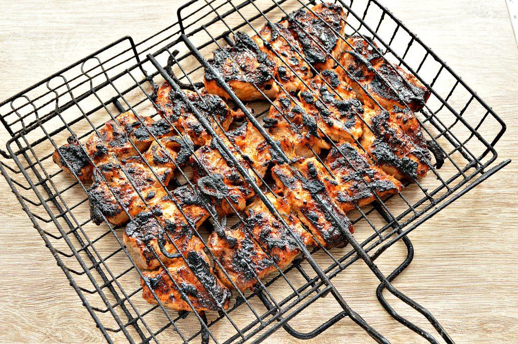 Фото рецепта - Шашлык из свинины на решетке - шаг 7