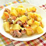 Картофель, запеченный со свининой в духовке