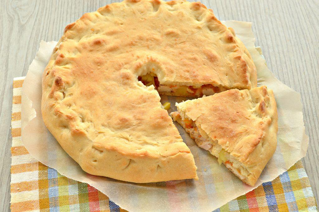 Фото рецепта - Пирог с начинкой из картофеля и курицы - шаг 7