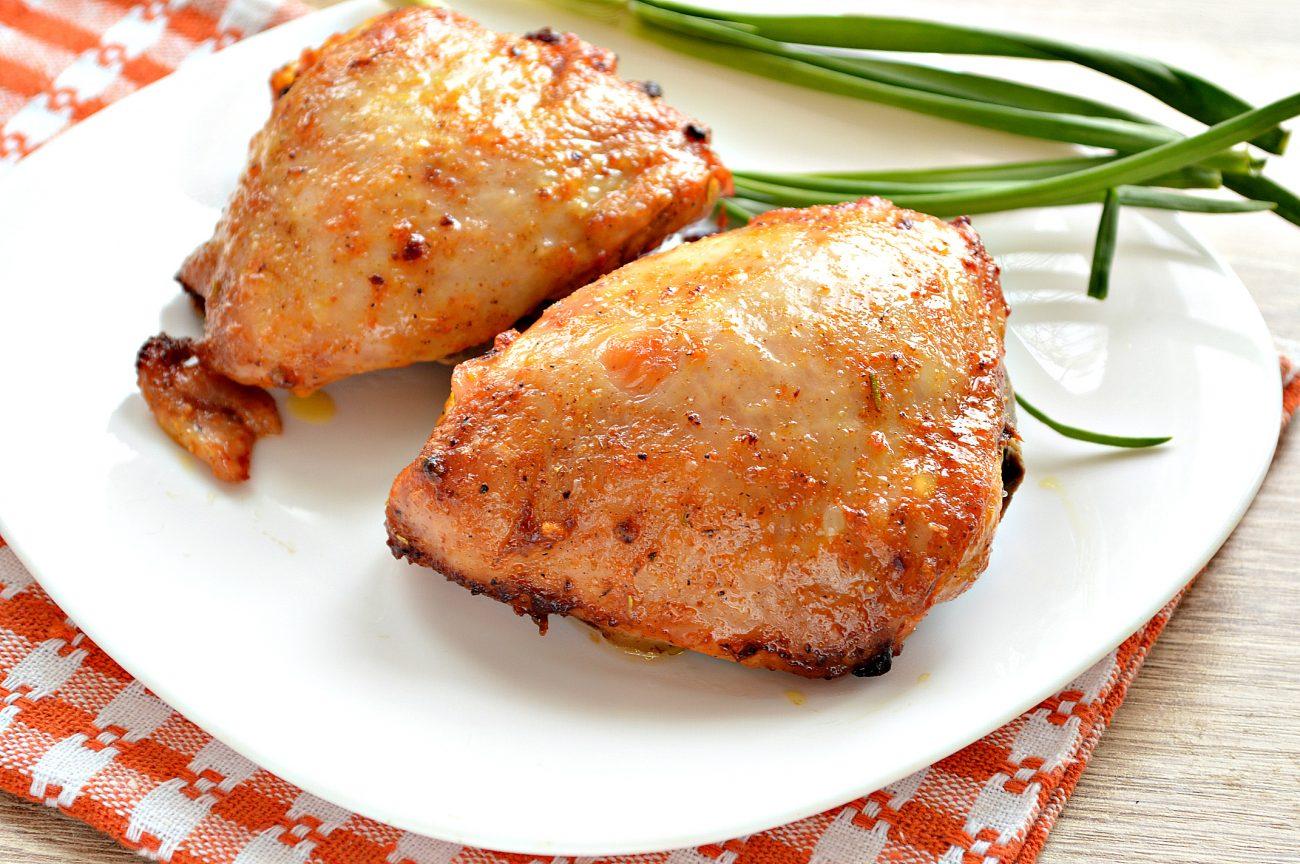 Куриные бедра в духовке в майонезно-томатном маринаде