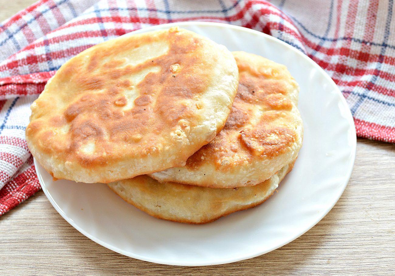 Лепешки на сковороде с сырной начинкой