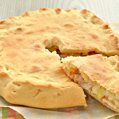 Пирог с начинкой из картофеля и курицы - рецепт с фото