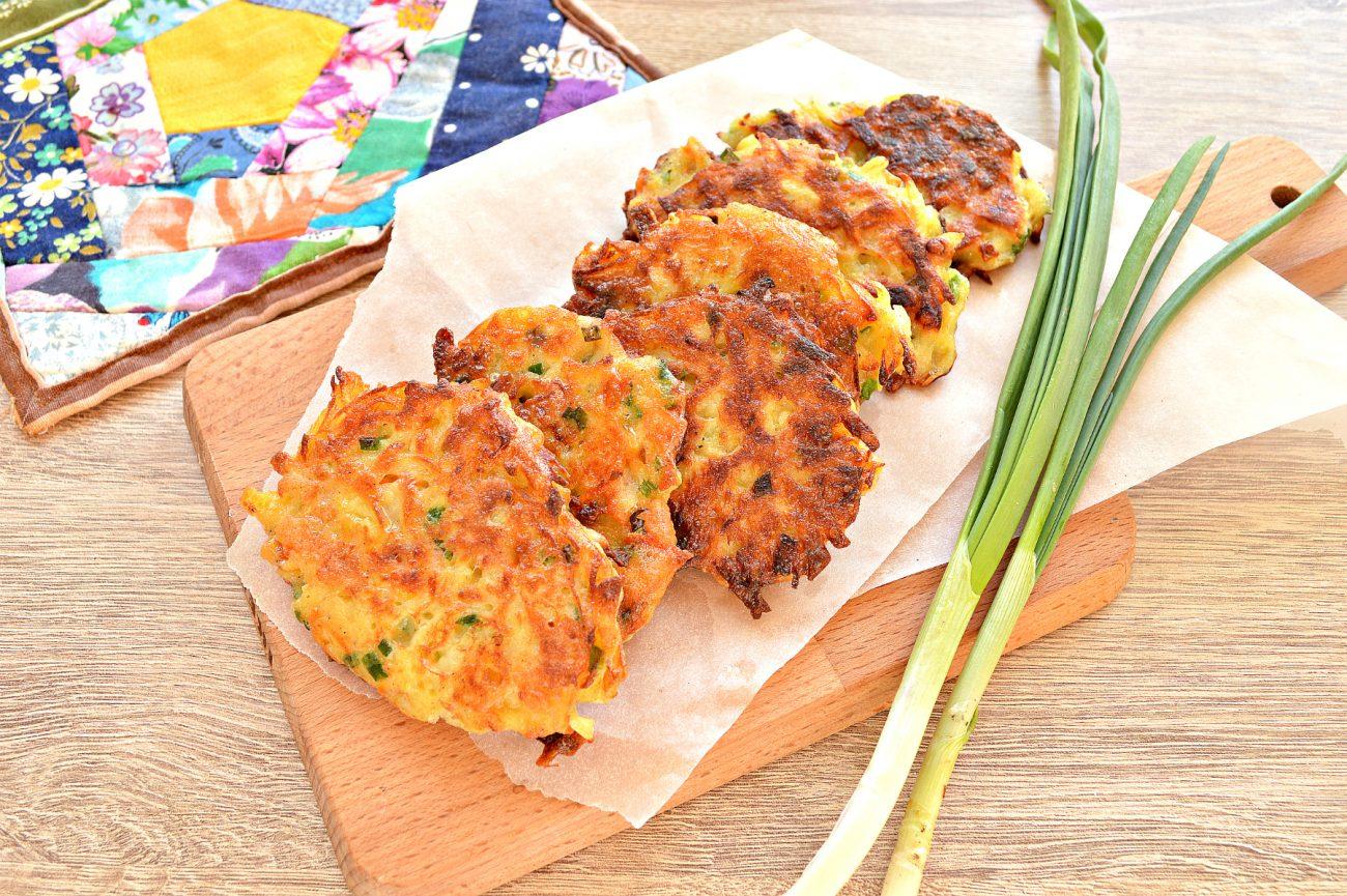 Картофельные драники с морковью, луком, зеленью
