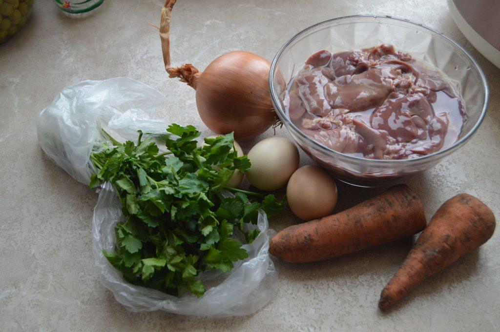 Фото рецепта - Печеночный торт из куриной печени с морковью - шаг 1