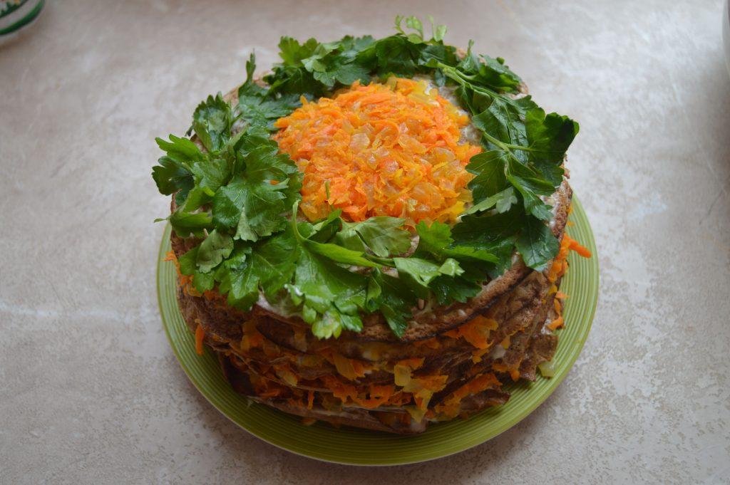 Фото рецепта - Печеночный торт из куриной печени с морковью - шаг 10