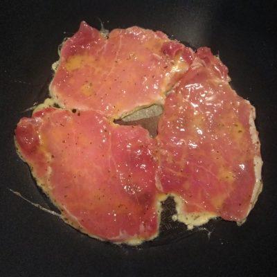 Фото рецепта - Свиные отбивные с базиликом и кориандром - шаг 3