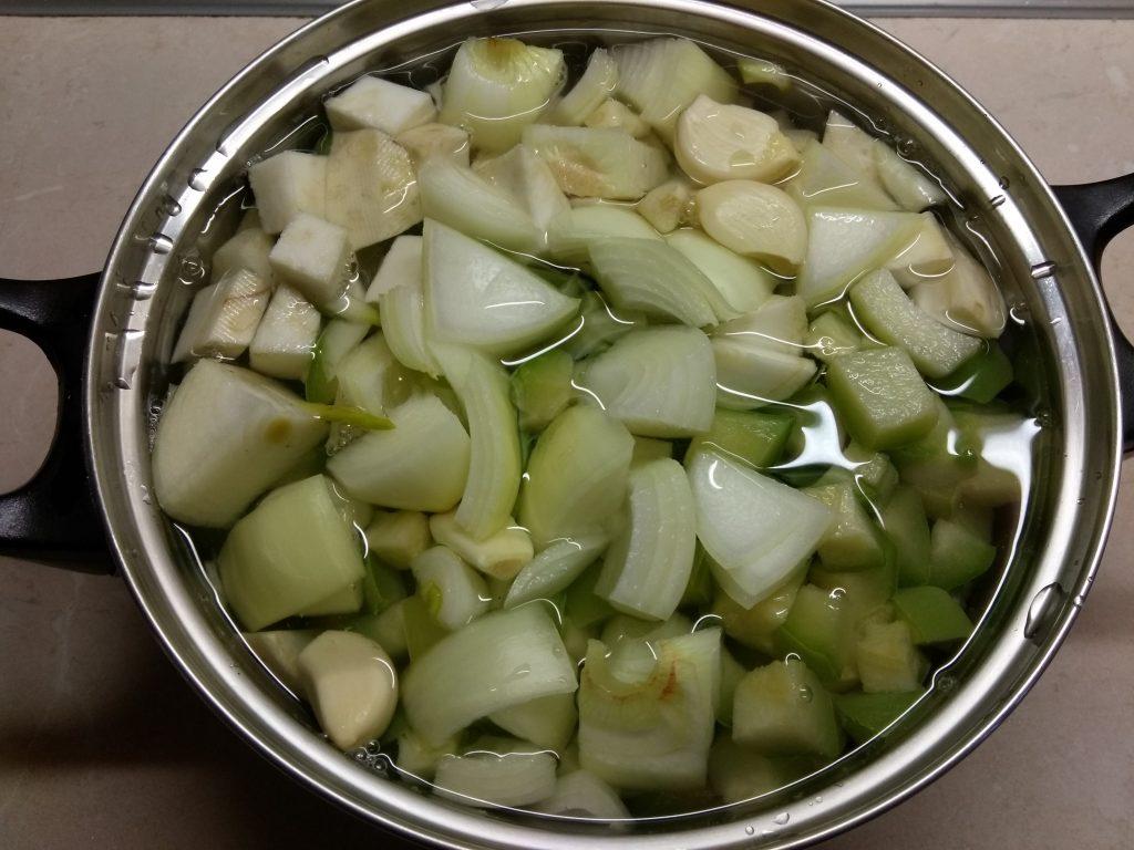 Фото рецепта - Суп-пюре из сельдерея, кабачков и картофеля - шаг 4
