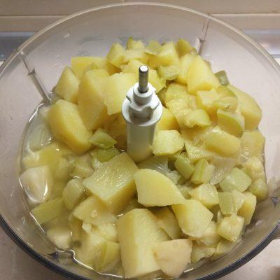 Фото рецепта - Суп-пюре из сельдерея, кабачков и картофеля - шаг 5
