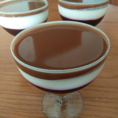 Творожный десерт со смородиной и какао - рецепт с фото