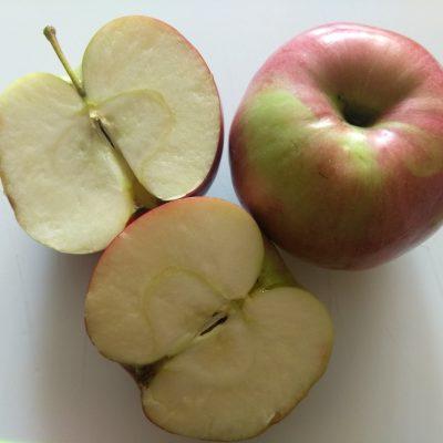 Фото рецепта - Яблоки, фаршированные грецкими орехами, смородиной и творогом - шаг 1