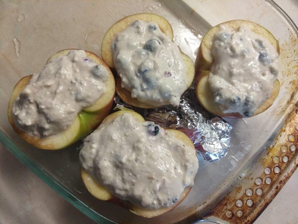 Фото рецепта - Яблоки, фаршированные грецкими орехами, смородиной и творогом - шаг 4