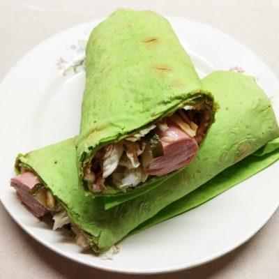 Домашняя шаурма с сосисками и пекинской капустой - рецепт с фото