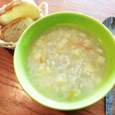 Суп из квашеной капусты и риса - рецепт с фото