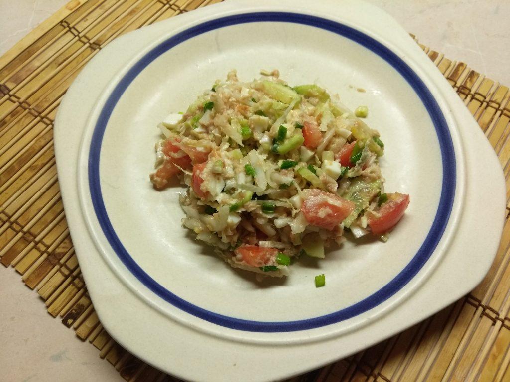 Фото рецепта - Салат из свежих овощей с консервированным тунцом - шаг 5