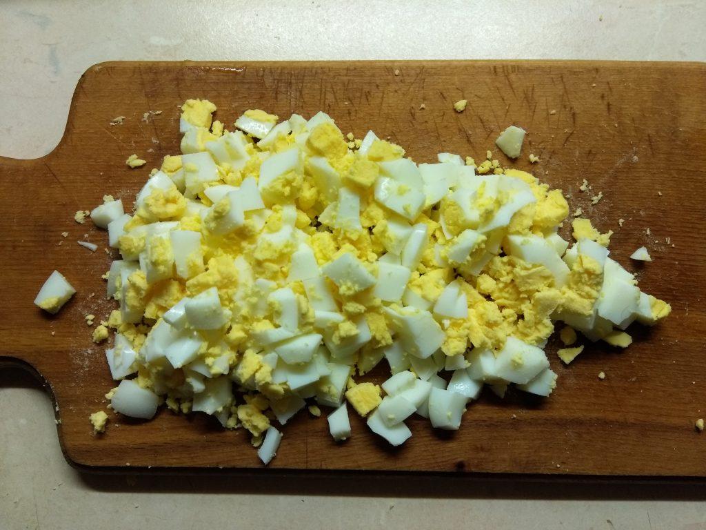 Фото рецепта - Салат из лапши с крабовыми палочками и кукурузой - шаг 2
