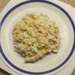 Салат из лапши с крабовыми палочками и кукурузой