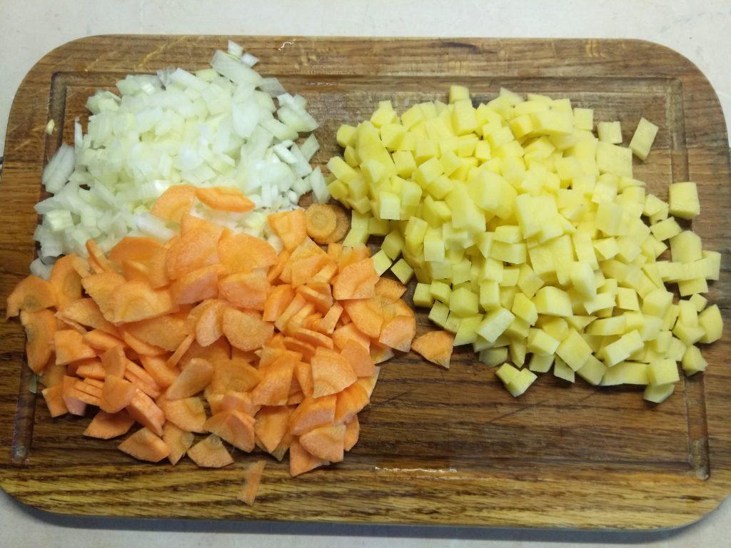 Фото рецепта - Томатный суп с консервированной и стручковой фасолью - шаг 2