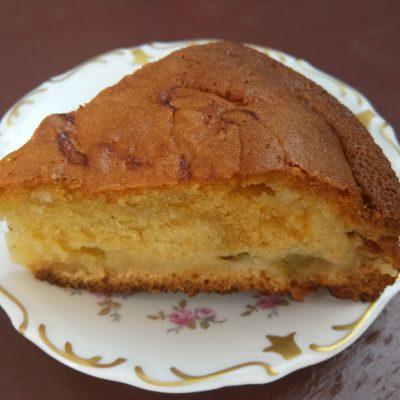 Фото рецепта - Пирог с крыжовником на йогурте - шаг 7