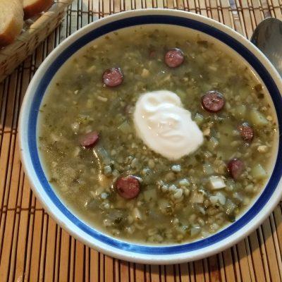 Зеленый борщ с охотничьими колбасками на щавеле - рецепт с фото