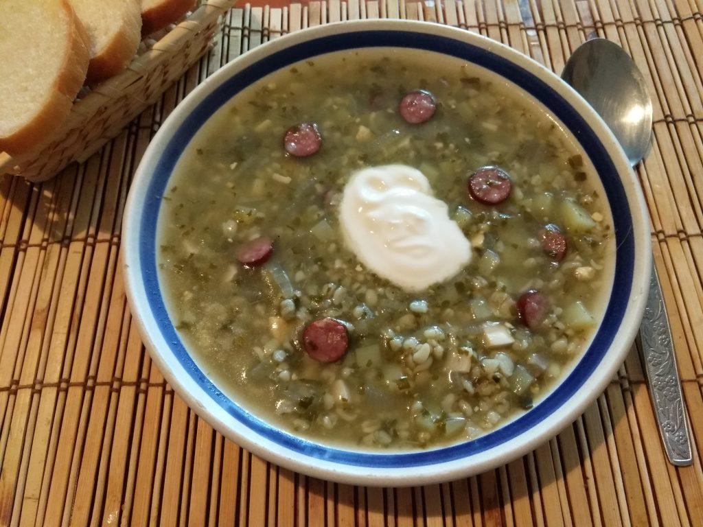 Фото рецепта - Зеленый борщ с охотничьими колбасками на щавеле - шаг 3
