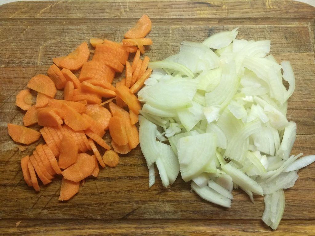 Фото рецепта - Рагу с спаржевой фасолью, баклажанами и свининой - шаг 2