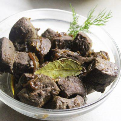Жареная печень в соевом соусе с луком - рецепт с фото