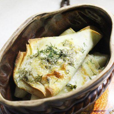 Запеченные блины с грибами и луком - рецепт с фото