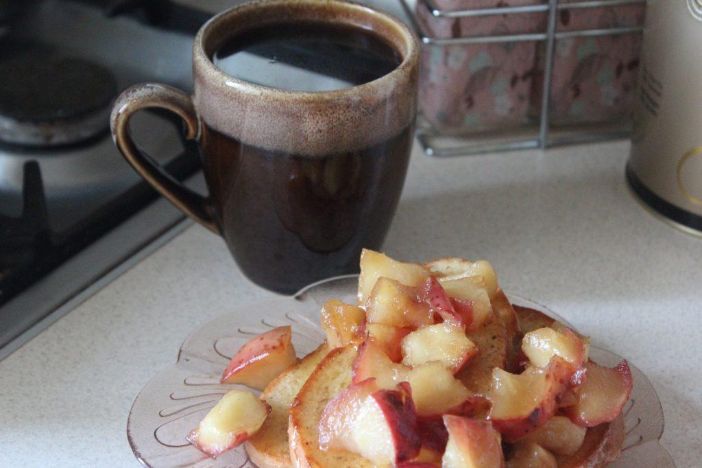 Фото рецепта - Гренки с карамелмзированными яблоками по рецепту Гордона Рамзи - шаг 8