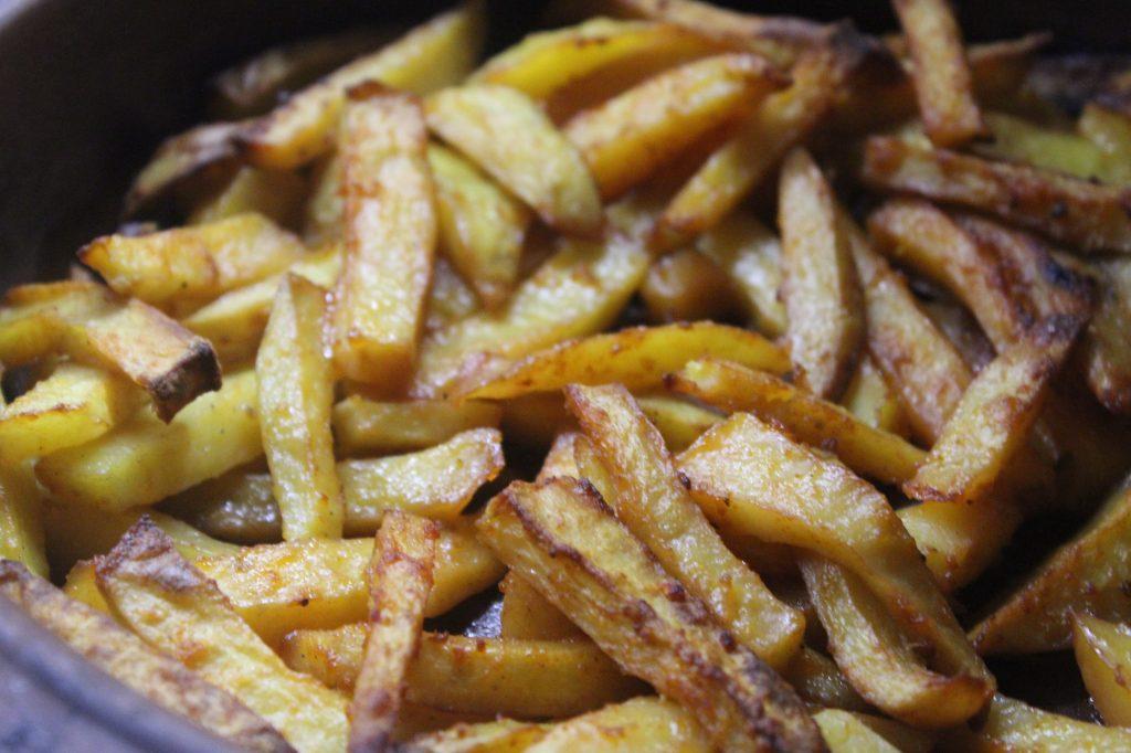 Фото рецепта - Хрустящая картошка в духовке - шаг 6